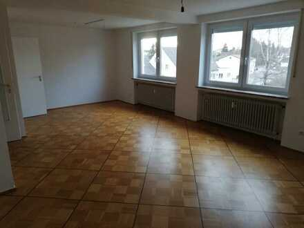 Frisch renovierte 3-Zimmer Wohnung mit Zusatzzimmer