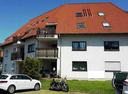Preiswerte, gepflegte 2-Zimmer-DG-Wohnung mit Balkon in Glauchau