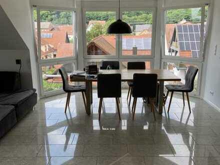 Neuwertige 3-Raum-Dachgeschosswohnung mit Balkon und Einbauküche in Friesenheim/Oberschopfheim