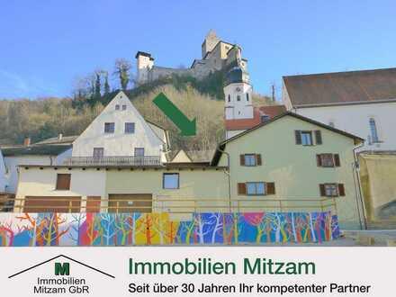 Historisches Wohnhaus mit Anbau u. Garage am Marktplatz unterhalb der Burg v. Kipfenberg/Altmühltal