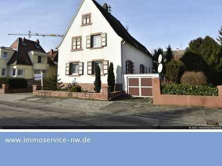 Großzügiges Einfamilienhaus mit Anbau und weitläufigem Garten im beliebten Lachen-Speyerdorf