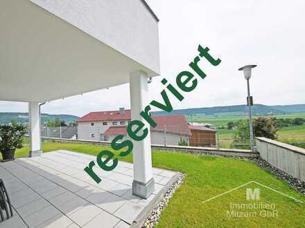 Traumhafte Erdgeschoss-Wohnung mit EBK u. 2 TG-Stellplätzen in unverbaubarer Lage am Hirschberg