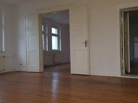 TOP Wohnung, 2 Balkone, Wannenbad, Echtholzdielung, ggfls mit Garage, uvm