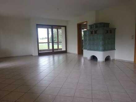 5-Zimmer-Wohnung in sonniger Ortsrandlage mit Büro/ Praxis -Option