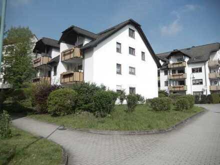 2 R. Wohnung mit Terrasse, super ruhige und grüne Lage, Bad mit Wanne/DU, TG-Stellplatz.......