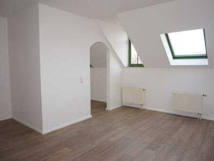 Schicke DG Whg. mit Gäste-WC in Küchwaldnähe !!