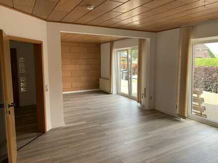 Preiswerte, geräumige und vollständig renovierte 3-Zimmer-Erdgeschosswohnung in Bockhorn