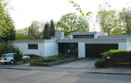 Bauhaus-Villa mit großem Einlieger-Büro