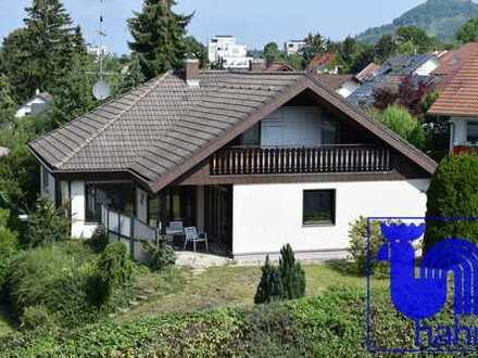 Schönes Familiendomizil: Großes EFH mit ELW und tollem Garten in Top-Lage von Pfullingen