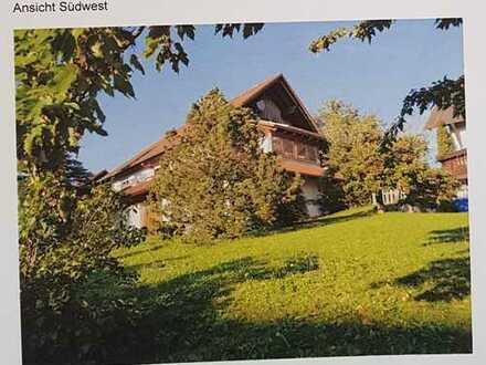 Mit herrlichem Blick über Bergfelden befindet sich in ruhiger Lage dieses Einfamilienhaus