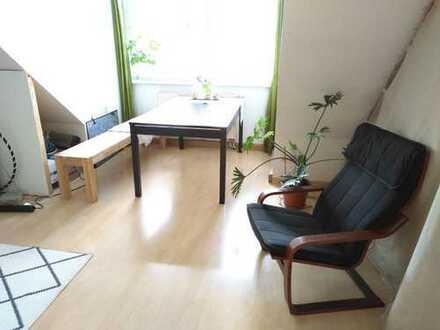 Helle Dachgeschoss-Wohnung in ruhiger Lage ++ nette Nachbarschaft ++ grüner Hinterhof