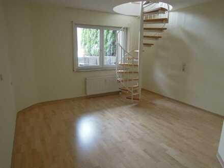 Gepflegte individuelle 1,5-Zimmer-Maisonette-Wohnung mit Balkon, Einbauküche und Stellplatz