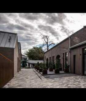 Tolle Hofanlage: exklusive, gepflegte 3-Z-Maisonette-Wohnung mit Terasse und Einbauküche in Krefeld