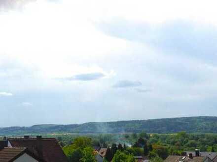 Schöne drei Zimmer Dachgeschoss-Wohnung mit traumhaftem Fernblick in Sulzbach am Main