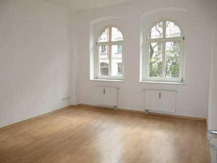 **Mieter gesucht !!!! Laminat und großer Balkon** frei ab 1.2.2020