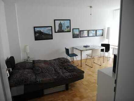 Modernisierte, vollständig renovierte 1-Zimmer-Wohnung mit Balkon und Einbauküche in Gauting