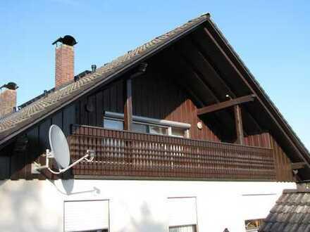 Gepflegte 4-Zimmer-DG-Wohnung mit Balkon und Einbauküche in Spalt