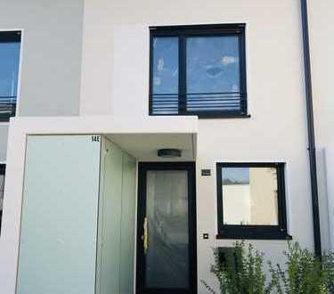 Neubau Erstbezug: top-moderne Townhouse-Wohnung mit Luxus-Ausstattung in ruhiger Wohnlage!