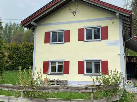 Gepflegtes 4,5-Zimmer-Einfamilienhaus mit EBK in der Nähe von Oy-Mittelberg