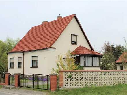 gepflegtes Einfamilienhaus mit viel Nebengelass auf großem Grundstück
