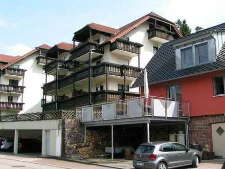 Vollständig renovierte 1-Zimmer-Hochparterre-Wohnung mit Balkon und EBK in Bad Herrenalb