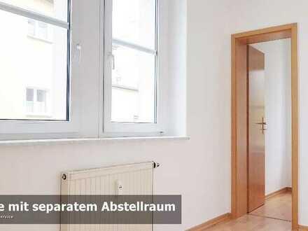 Ruhig wohnen in gepflegtem Siedlungsdoppelhaus. 2 Zimmer mit Tageslichtbad und Stellplatz