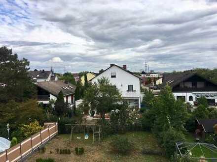 Schöne DG-Wohnung mit Dachterrasse, Garage, Stellplatz und Gartenanteil