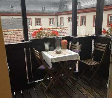 Exklusive 2-Zimmer-Dachgeschosswohnung mit Balkon und Einbauküche in Heidelberg