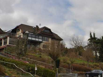 Geäumiges, hochwertiges Wohnhaus / 2 Wohnetagen in hochwertigen Zustand, ca. 200m² 6 ZKB Terr/ Balk.