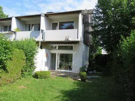 Zur Angebotsübersicht Grüne Oase zentrumsnah,REH, 160 m² WNFL, frei, S-W Garten ruhig, nicht einsehb