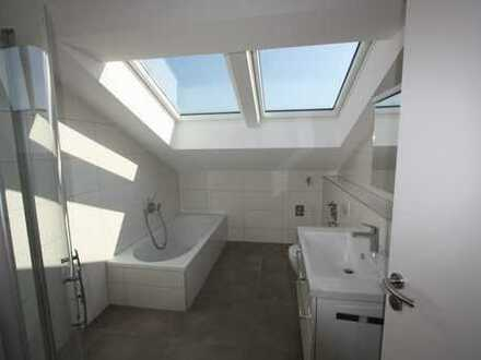 Wunderbare Wohnung unterm Dach mit 3 ZKB, 69 qm, geniale Loggia - NEU in Göggingen