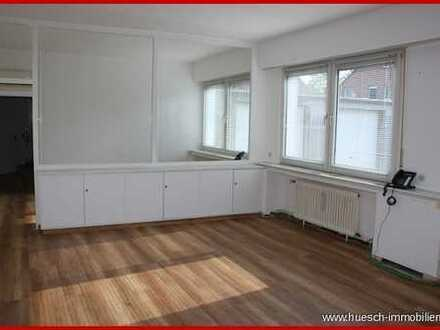 ** huesch-immobilien.de** Geräumiger Bürokomplex mit 6 Zimmer, 4 Stellplätzen, ca. 180 QM groß.
