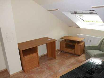 Vollständig renovierte 2-Zimmer-DG-Wohnung mit EBK in Iserlohn