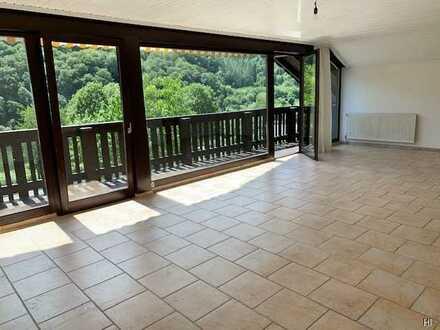 Helle 4 ZKB-Wohnung mit Balkon und Gartenanteil