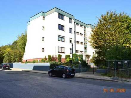 Renovierungsbedürftige 3,5 Zimmer Wohnung mit Balkon / 78 qm