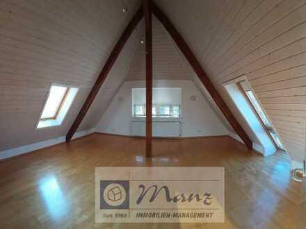 Gemütliche Dachgeschosswohnung, ruhige Lage, nah zum Zentrum in Singen zu vermieten