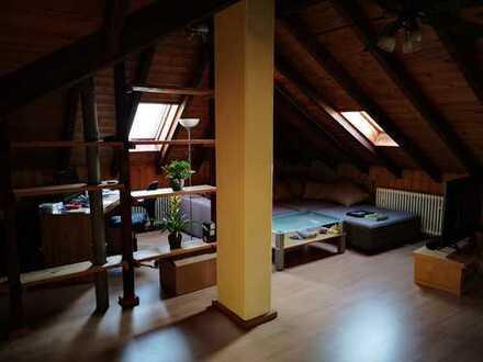 Großzügig ausgestattete 1-Zimmer-DG-Wohnung/Loft mit EBK in Uni-Nähe