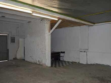 Abgeschlossener Lagerraum in großer Lagerhalle zu vermieten (Gewerbe oder Privat)