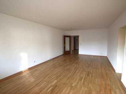 Renovierte 4-Zimmer-Wohnung mit großem Balkon in Sachsenhausen