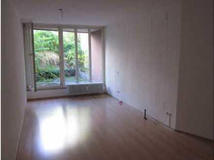 Großzügig geschnittene, neuwertige 2-Zimmer-Wohnung(72 qm) in KA-Stadtmitte m. schönem Aussenbereich