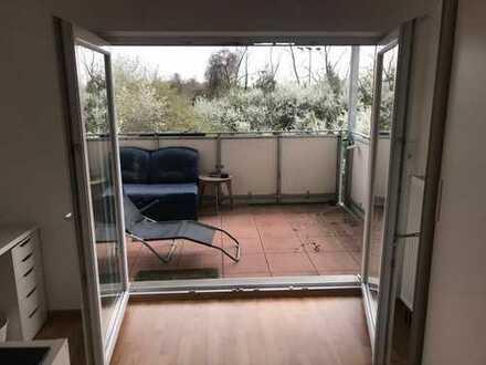 18qm Zimmer mit großem Balkon, in netter 4er WG
