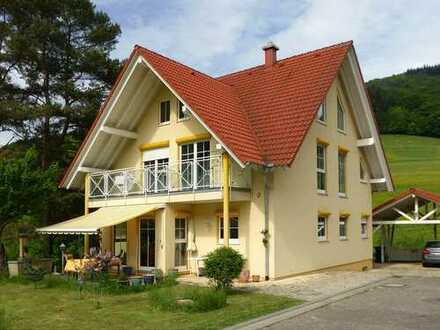 Modernes Niedrigenergiehaus in einer idyllischen, sonnigen und sehr ruhigen Lage