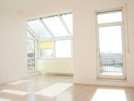 ... geräumige 4 Zi-Wohnung mit Pultdach, Wintergarten, 2 Balkone und vielem mehr.....