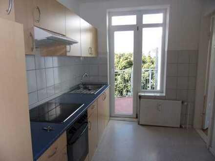 3 Zimmer, zentral, Dachgeschoss, sonniger Balkon, Badewanne, EBK