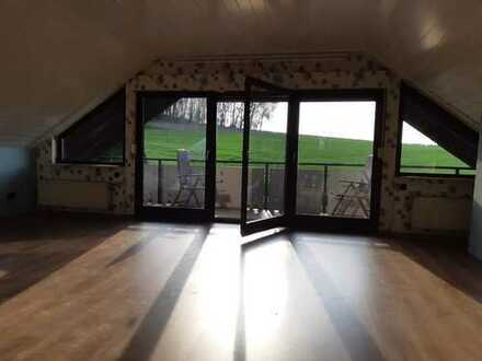 5-Zimmer-Dachgeschosswohnung mit EBK und Balkon in Steinau