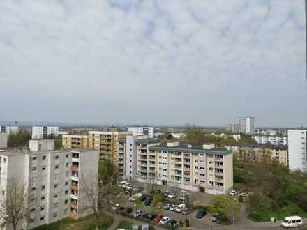 Helle & freundliche 2 Zimmer Wohnung mit Balkon, herrlicher Weitblick inklusive