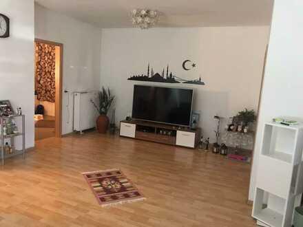 Gepflegte EG-Wohnung mit drei Zimmern und EBK in Gäufelden Öschelbronn