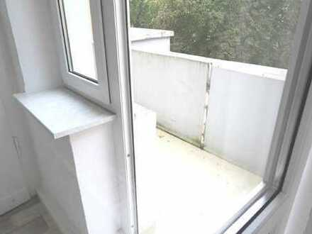 Renovierte Wohnung mit Süd-Balkon im 3. Obergeschoss eines Altbaus Stadtmitte-Ost Nähe Davidis