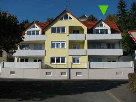 Provisionsfrei! Neuwertige helle 3-Zimmer-Dachgeschosswohnung mit 2 Balkonen in Zell am Main