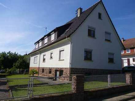 Schönes Zweifamilienhaus in guter Lage